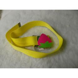 Cinturon amarillo hebilla