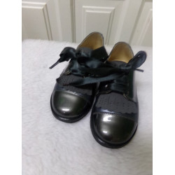Zapato de charol N 25. Segunda mano