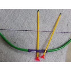 Arco con dos flechas. Segunda mano