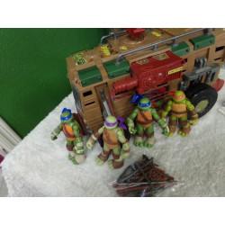 Camión de las tortugas ninja con 4 torutugas. Segunda mano