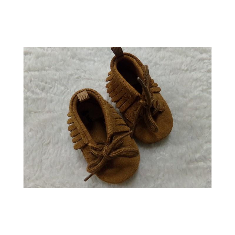 Zapato de ante marron N 19. Segunda mano