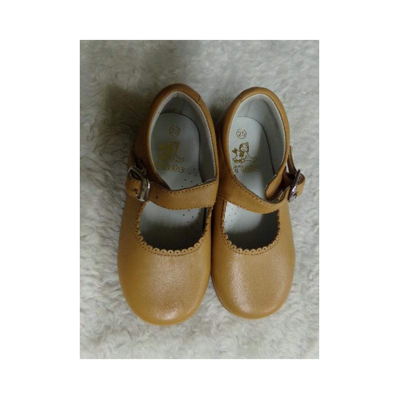Zapato camel N25. Segunda mano