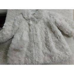 Abrigo de pelito talla 2-4 meses. Mayoral. Segunda mano