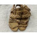 Sandalias de tachuelas N 30. Segunda mano