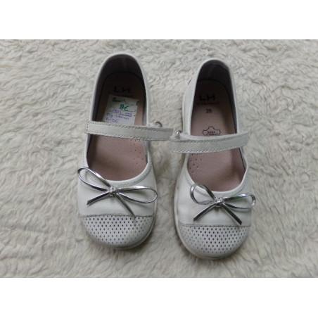 Zapato blanco N 26. Segunda mano