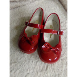Zapato de charol rojo n 21....