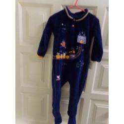 Pijama talla 24 meses. Sin uso