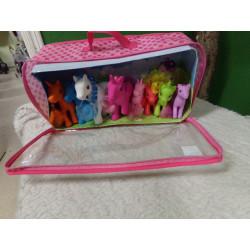 Maletin con 8 unicornios....