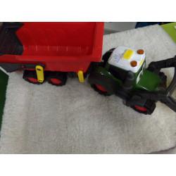 Tractor con remolque. Luz y...