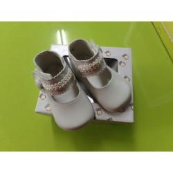 Zapatitos crema T 16