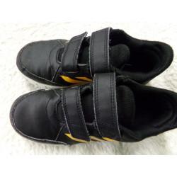 Adidas negros N 33. Segunda...