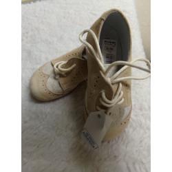 Zapato beig N 22. A estrenar