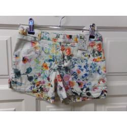Pantalon corto Zara talla 9...
