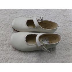 Zapato blanco N 24. Segunda...